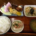 あけぼの - 料理写真:日替定食 ¥650(税込):揚げた魚とでっかい玉子焼き!デザートのメロンがいい。