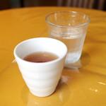 mamma - 店内で食べるとほうじ茶とお冷のサービスが! '15 9月上旬