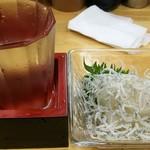 サラリーマン - 冷酒 + しらすおろし
