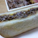 京都 中勢以 合 - サンドは甘辛で生姜の香りのお肉がいっぱいですが、これ1つで500円は高いなぁ。。