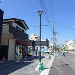 おにぎり 野田や - この通り沿いに、昔の建物は殆ど残っていません。