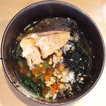 だよね。 - 鮭といくらの海鮮茶漬け 980円 のお茶漬け