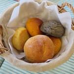 Bistro R - 多種なパン