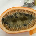 パーラー美々 - パッションフルーツの断面!