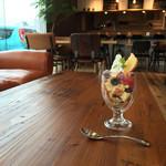 FLAT CAFE - ミックスベリーパフェ  ¥480-