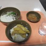新天町倶楽部 - レーンに並んで注文した料理の出来あがりを待ってるとテキパキと田舎御膳650円の出来上がりです。