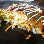 あたりや - 特製モダン焼✿太麺で野菜たっぷり