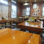らーめん美春 - 店内、木造で北海道は雰囲気?(2016.7.2)