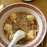 紅虎餃子房 - 料理写真:一口食べたエビワンタン麺