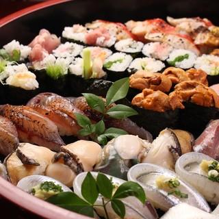 4~5人前用の1万円(税別)の鮨盛