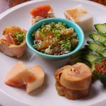 名物鉄板地鶏焼き 渋谷 鶏ます - 前菜7種