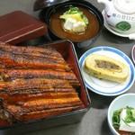 閑清居 - 料理写真:国産うな重(特)¥1,980  タレにこだわり、焼く時に使う「焼タレ」と、ご飯に絡める「掛けたれ」と使い分けています。