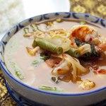 ゲーン・ソム・クン( 海老と野菜たっぷりの酸っぱ辛いスープカレー)
