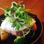 軽井沢ベジビエ - シカとイノシシのベジビエバーグ 半熟目玉焼きのせ