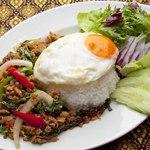 ガパオガイ(鶏挽肉のバジル炒めご飯)