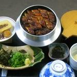 閑清居 - 国産うなぎの釜飯ひつまぶし   ¥1,820  1人前づつ炊きあげた釜飯と鰻の蒲焼きがたまりません