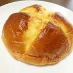 坂井屋菓子店 - 牛乳カスタードパン 130円