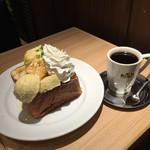 CAFE&BAKERY MIYABI 橋本店 -