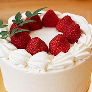 ひとつひとつ手作りのデコレーションケーキ