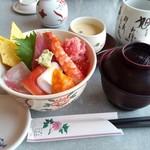 旭鮨総本店 - 限定ランチ 小樽丼(1000円!)