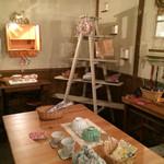 太郎茶屋 鎌倉 - カフェに併設の小物のギャラリースペース