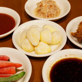 本格韓国料理には欠かせない本場の調味料。