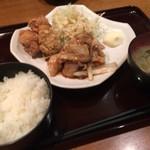 53435318 - 豚の生姜焼きと鶏の唐揚げ定食