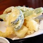 十割そば 天宏 - 2016年5月 天ぷら蕎麦冷の天ぷら。野菜の甘みがふんだんでした(^^)