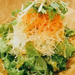 BISTRO うしすけ - 山盛りグリーンサラダ    ¥780