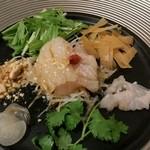 Chinese Restaurant Season - 天然明石鯛の中華風お刺身。             今日は平目を使っていました。エンガワも付いていて、私はこっちの方が良かった。パクチー、水菜、春巻きの皮の唐揚げ、ピーナツ、らっきょうのスライス