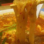辛麺屋 桝元 - こんにゃく麺  そば粉と小麦粉でこんにゃくのような?食感。 食物繊維が豊富とのこと。