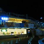 星期菜ヌードル&シノワ - 天神のビジネス街と中洲のネオン街が見渡せる那珂川沿いに店舗があります。