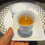 星期菜ヌードル&シノワ - 小さな茶器で出された水出し中国茶。華やかな気分になれます。