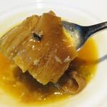 星期菜ヌードル&シノワ - 気仙沼産毛鹿鮫の蟹みそ煮込み。       黄金色のスープの中にフカヒレがたっぷり入ってます。