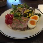 53440055 - 【ランチ】自家製豚肉のテリーヌ 山盛りサラダ添え 1080円(税込)