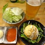 みやび屋 - 生ビール、キャベツハーフ、ポテトサラダハーフです