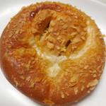 ヴィ・ド・フランス - 真夏の塩豚まんパン ¥163-