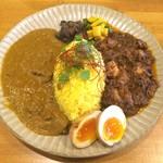 スパイス食堂 ニッキ - ニッキのカレーライス2種 ・マトンとカシューナッツのカレー ・チキンマサラ ・燻製漬け卵