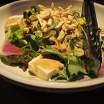 薩摩隼人 - 蒸し鶏と豆腐の胡麻サラダ