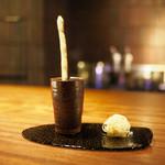 エニェ - 料理写真:■パルメジャーノの糸玉とグリッシーニ