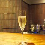 エニェ - ■グラスシャンパン