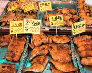 鳥光 本店 - 2016.7 店先に並ぶローストチキンや焼鳥