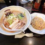 帯広亭 - ...「味噌ラーメン・大+半チャーハンセット(910円)」、ラーメンの丼がデカイ!