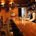 エムズ バー アンド カッフェ - カウンター席