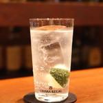 エムズ バー アンド カッフェ - Victorian Vat + トニック ウォーター + ソーダ を使った別バージョンのジントニック