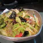 百済kudara - 焼肉の前にはサラダ、上に韓国海苔がトッピングされてるのが韓国料理の店らしいですね。
