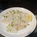 百済kudara - 海鮮はイカ、生でも食べれそうな新鮮なイカなんで炙る程度にしました。