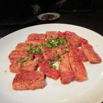 百済kudara - お肉の次は牛カルビ、私は脂身があって一番これが好きでした。