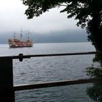 53456564 - 行き交う遊覧船を見ながら