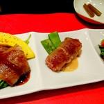 ステーキ徳川 - ロース肉のお皿 カボチャ、紫蘇と梅、エンドウ豆